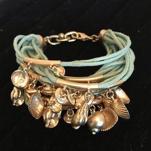 Jewelry - ⭐️FREE w/ purchase of $20⭐️ Shells bracelet
